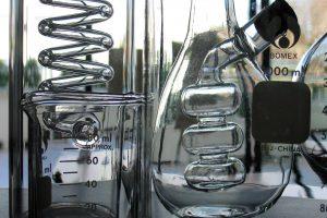 Лабораторни уреди и апарати - laboratory-glassware-1239490-1919x1425